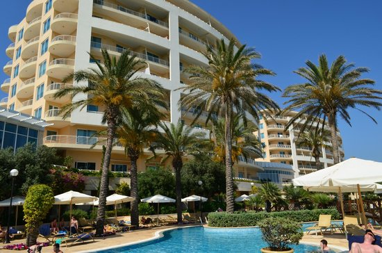 Radisson Blu Resort & Spa, Malta Golden Sands: Poolside