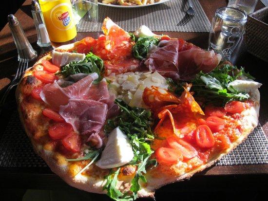La Petite Vendee: La pizza avec le max dessus
