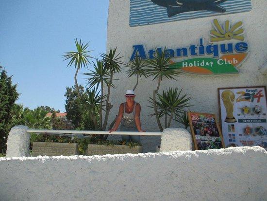 Atlantique Holiday Club : на входе в отель