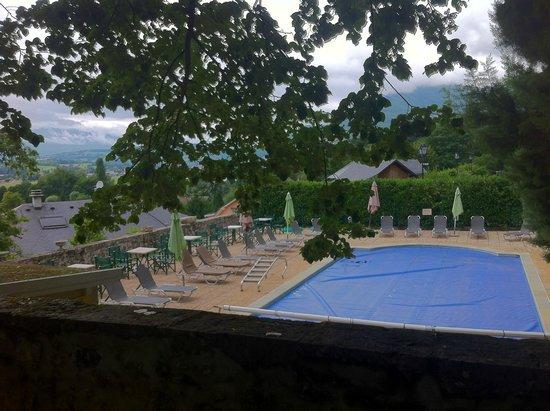 Chateau des Comtes de Challes : La piscine, petite mais bien située au calme