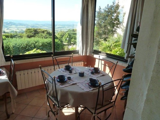 Le Clos du Buis : Breakfast with a view