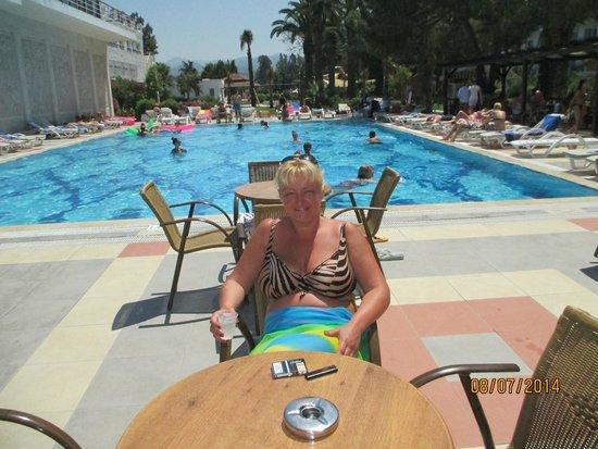 Atlantique Holiday Club: бар возле основного бассейна
