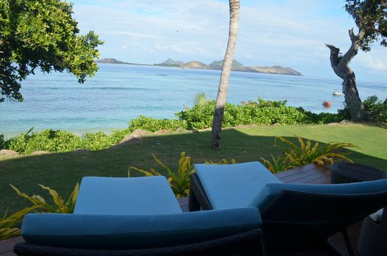 Sheraton Resort & Spa, Tokoriki Island: View from our beachfront room - comfy sun lounges