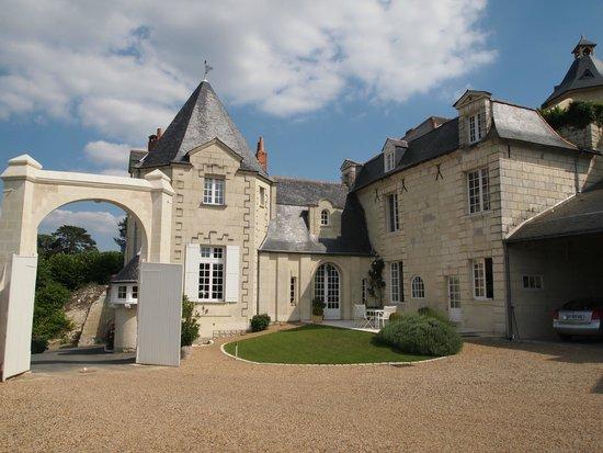 Chateau du Hureau: Vue de la cour