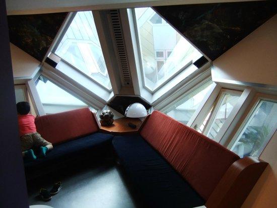 Kijk-Kubus (Show-Cube): Inside the Cube Flat