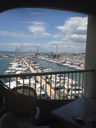 Mercure La Grande Motte Port : Terrasse vue sur le port