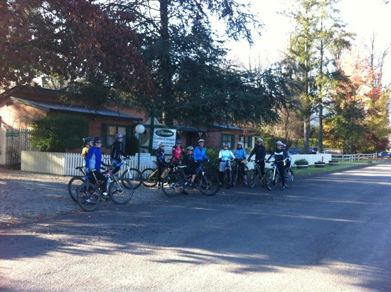 Pioneer Garden Cottages: Cycling Guests