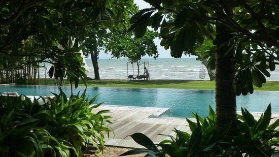 Knai Bang Chatt: Pool to beach
