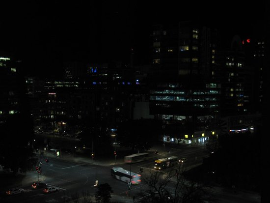 Crowne Plaza Adelaide : A night view from the room