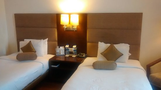 Country Inn & Suites By Carlson-Amritsar, Queens Road: Twin bedded room