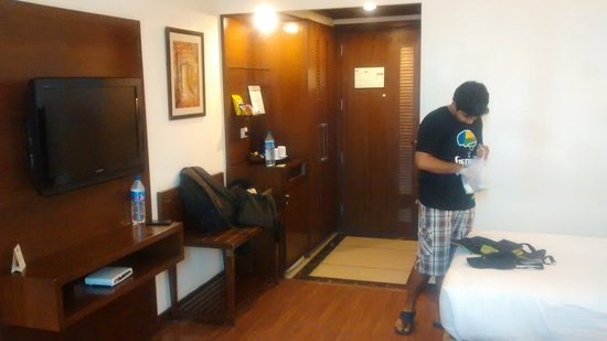Country Inn & Suites By Carlson-Amritsar, Queens Road: room overview