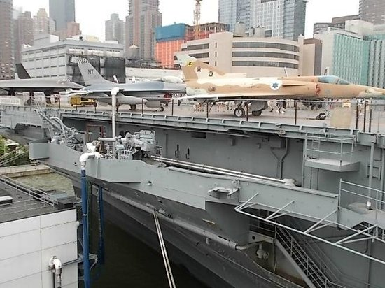 Intrepid Sea, Air & Space Museum : VIEW OF NYC