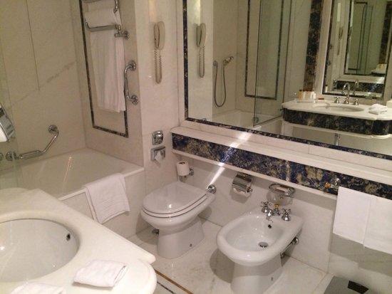 Rome Cavalieri, A Waldorf Astoria Resort: Bagno