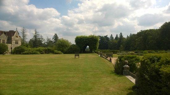 Rhinefield House Hotel: Gardens