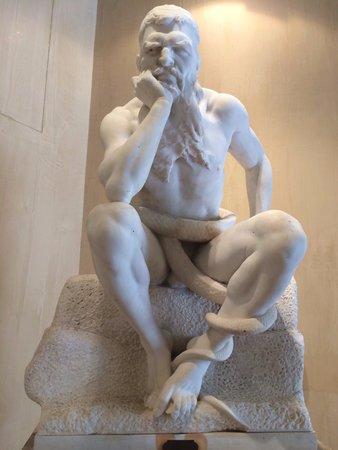 Rome Cavalieri, Waldorf Astoria Hotels & Resorts: Statua di Minosse