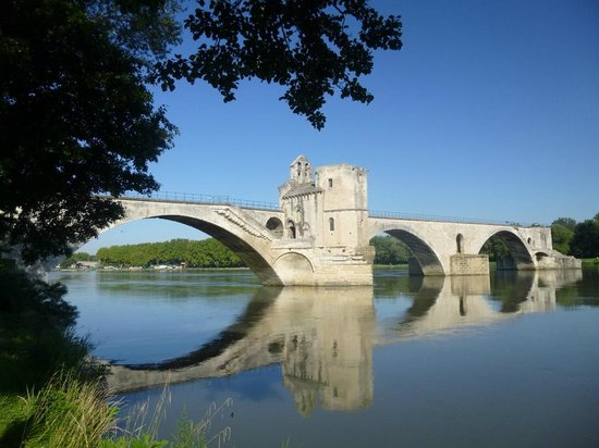 Pont Saint-Bénézet (Pont d'Avignon): View of the Pont