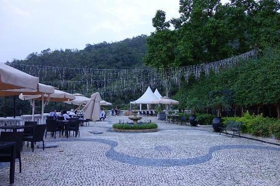 Pousada de Coloane Beach Hotel & Restaurant: ポルトガルの時代が色濃く残っています 海岸まで3分