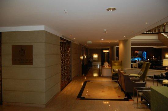 Prague Marriott Hotel: Холл