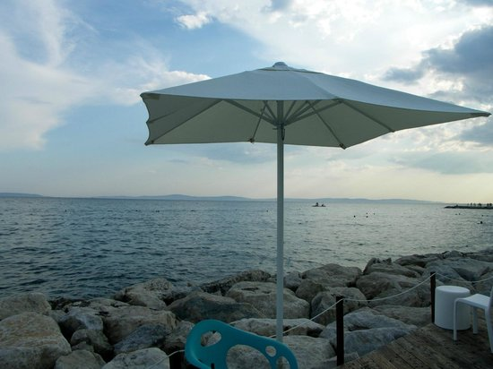 Radisson Blu Resort Split: Sea view from the hotel beach club