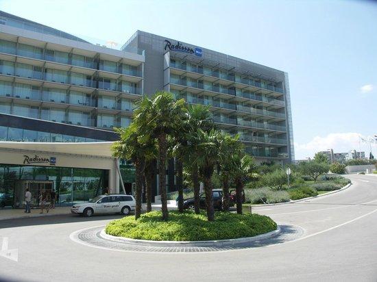 Radisson Blu Resort Split: Hotel Entrance