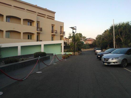 Domina Coral Bay Sicilia Zagarella: Entering the hotel