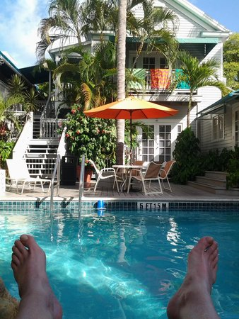 Eden House: Relaxing by the pool