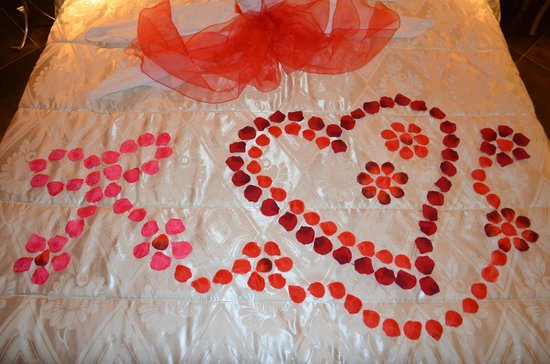 Pompei Resort: Romantic Welcome for our honeymoon