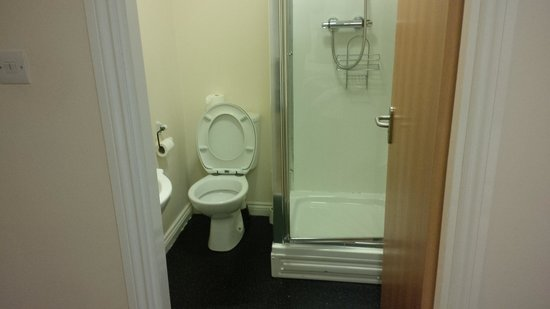 Clydesdale Hotel: The Bathroom