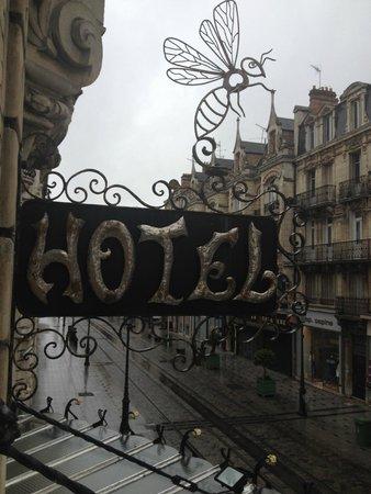 Hôtel de l'Abeille : outside decoration