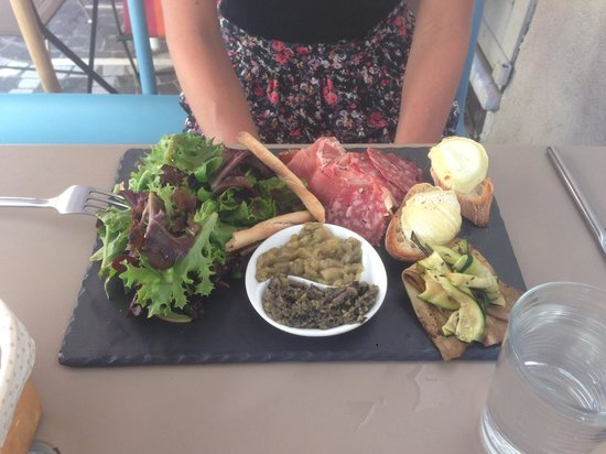 L'Atelier : Mixed plate with salad, cheese, saucage, ham and vegetables