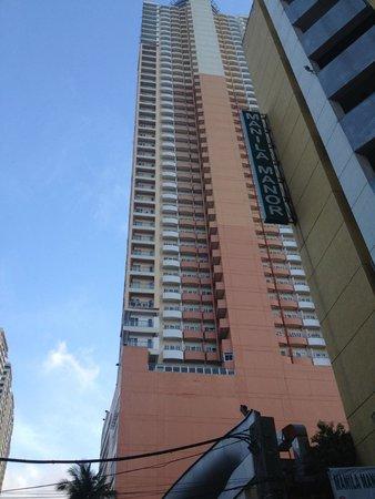 Regency Grand Suites: Hotel Building