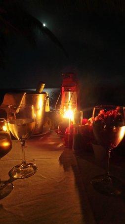 Tsara Komba Lodge : Table on moon deck