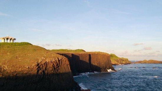 Cimeiyu: The basalt landscape before sunset