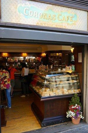 Coronas Cafe: вход в кафе