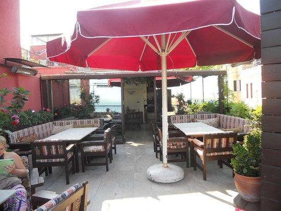 Hotel Sebnem: Rooftop lounge