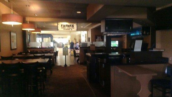 Rosen Inn at Pointe Orlando: Inside bar zebras great nice,great beer,great hotel.