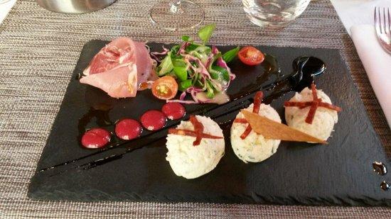Restaurant l'Absinthe Cafe : Fantasi over tiramisu med ged, hinbær og skinke
