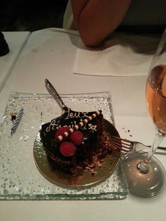 Restaurant Le Faubourg: Surprise Birthday cake..... demolished!!