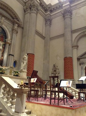 Interpreti Veneziani: The stage at Chiesa San Vidal