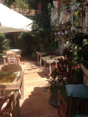 Hotel Fidanka: One side of the dining area