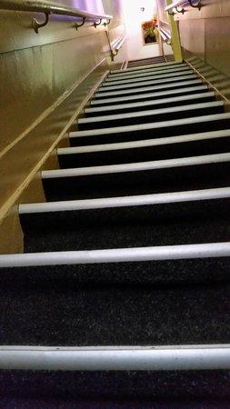 Hotel Titus: Escaleras con mucha pendiente