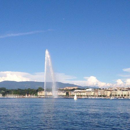 Jet d'Eau: Sunny day in Geneva