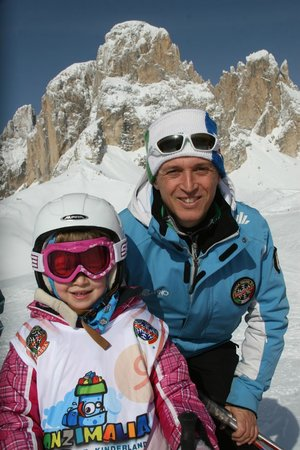 Scuola Italiana Sci e Snowboard Campitello: Un maestro con la sua piccola allieva