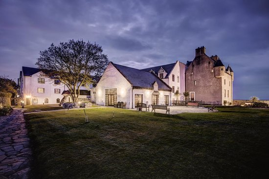 Ballygally, UK: Hotel at night
