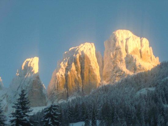 Scuola Italiana Sci e Snowboard Campitello: Il gruppo del sassolino visto da Campitello
