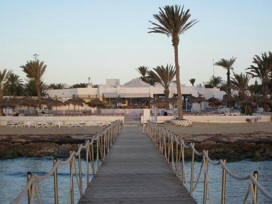 El Mouradi Djerba Menzel: la piscine ronde vue d'un des pontons
