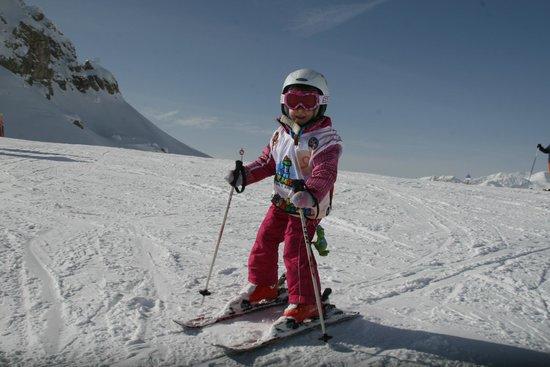Scuola Italiana Sci e Snowboard Campitello: Un'allieva in azione.