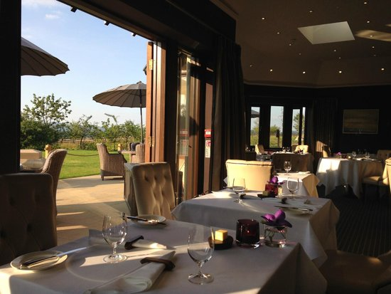 Northcote Restaurant: The restaurant and the patio beyond