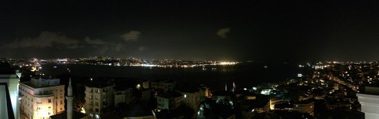 CVK Park Bosphorus Hotel Istanbul: Nighttime view from the room