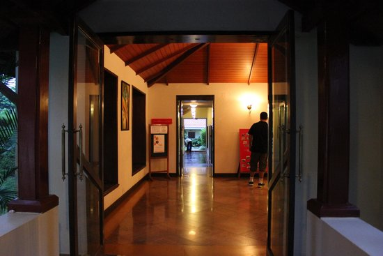 The Gateway Hotel Chikmagalur: Reception area